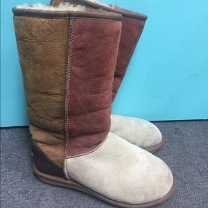 Uggs color block fur boots size 5 burgundy brown
